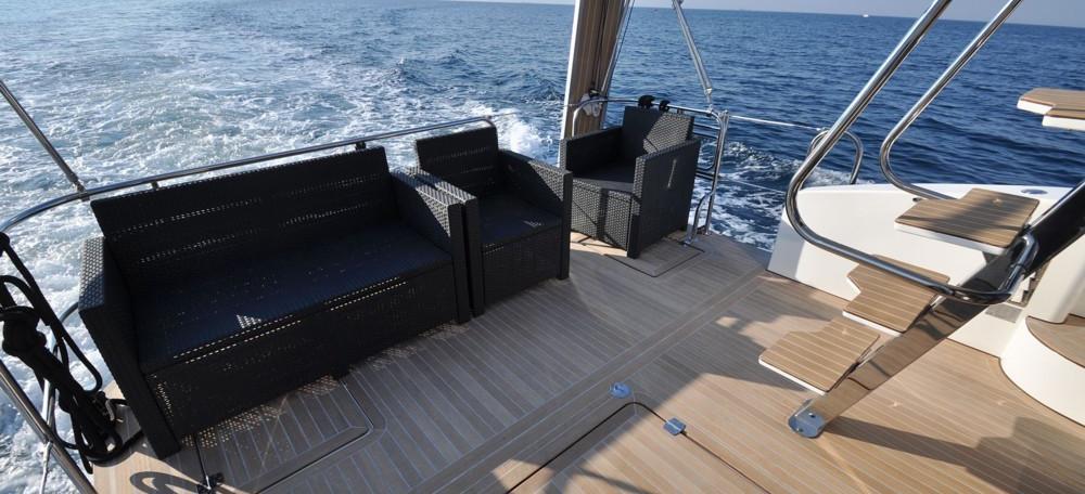 моторная лодка Futura 40 Grand Horizon