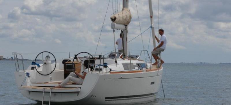 парусная лодка Дуфоур 335