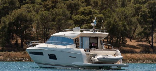 моторная лодка Prestige 550S