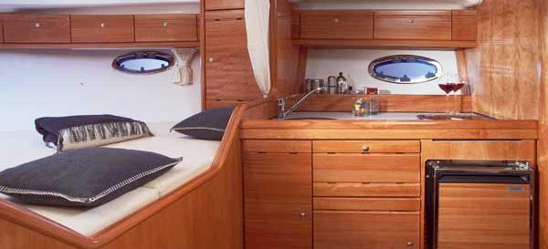 моторная лодка Бавариа 32 Спорт