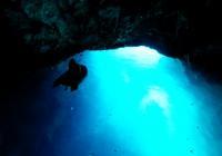 Сюрреалистичная красота Синего грота на острове Бишево